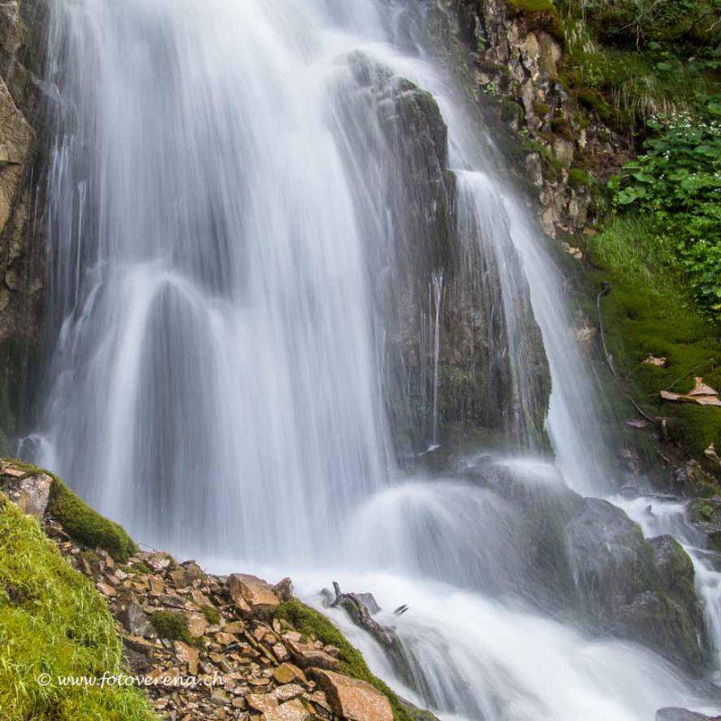 weich fliesst das Wasser dieses Baches runter ins Tal